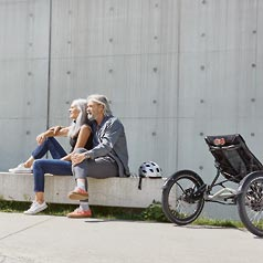 Couple taking a rest posing with the Kettwiesel EVO STEPS recumbent trike